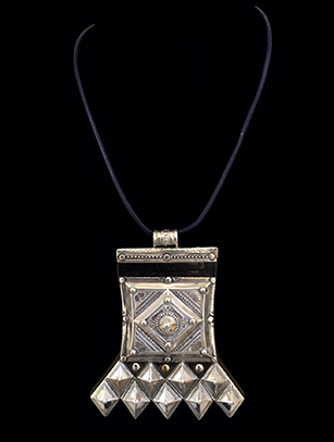 Contemporary 'Tcherot' Amulet Necklace with Horn Beads - Tuareg people, Niger (2)
